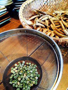 ほどほど屋エイトの美味しいは楽しいのDELICIOUSISFUNの指扇の居酒屋の自然栽培のたかやま農園の新鮮な魚の安心安全な食材のアレルギー対応の子連れでも安心の石臼挽きの自家製粉の在来種の固定種の手打ちの十割蕎麦のアットホームの未来のこどもたちの寄り合いの横につながるのグルメの駅から徒歩10分の老若男女の自然食のオーガニックの無添加の自家製の自家栽培の自家採種のサンスマイルのかぎろひのみんなで保育ととの自主保育の地域での子育ての親子で楽しくも駐車場有りの